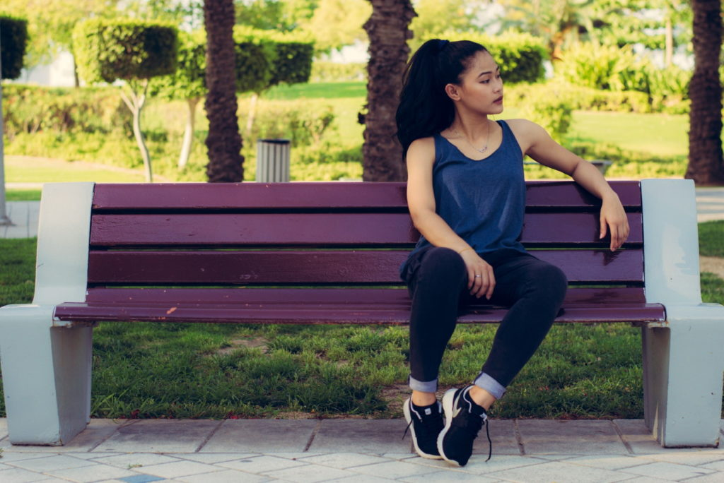 dziewczyna z parkowej ławki